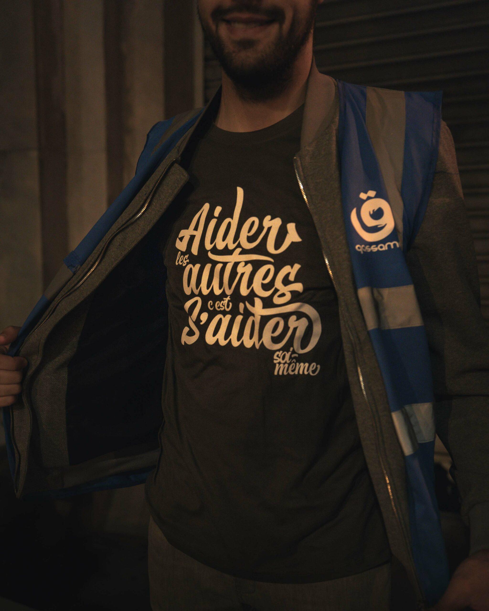 "T-shirt ""Aider les autres"" – kaki"